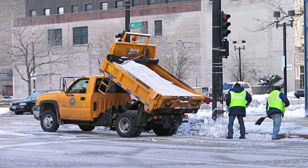 1920px-Salt_truck_Milwaukee