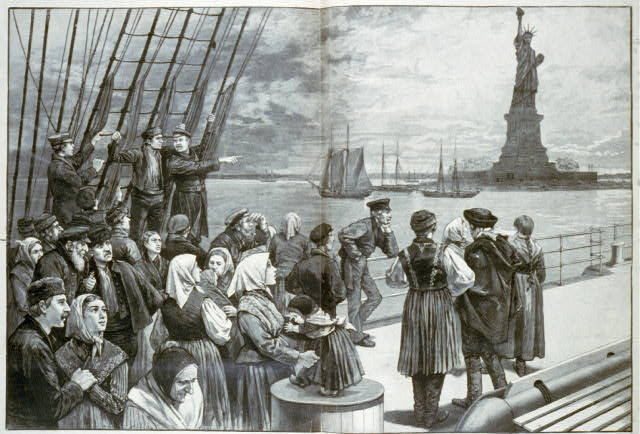 Immigrants_on_deck_of_steamer_-Germanic.-