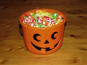 Women More Likely to Steal Halloween Candy